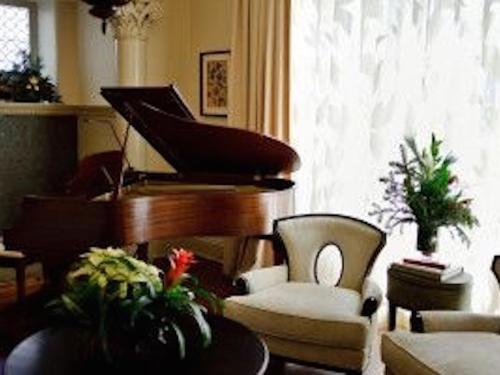 Piano area of Stonehurst Place