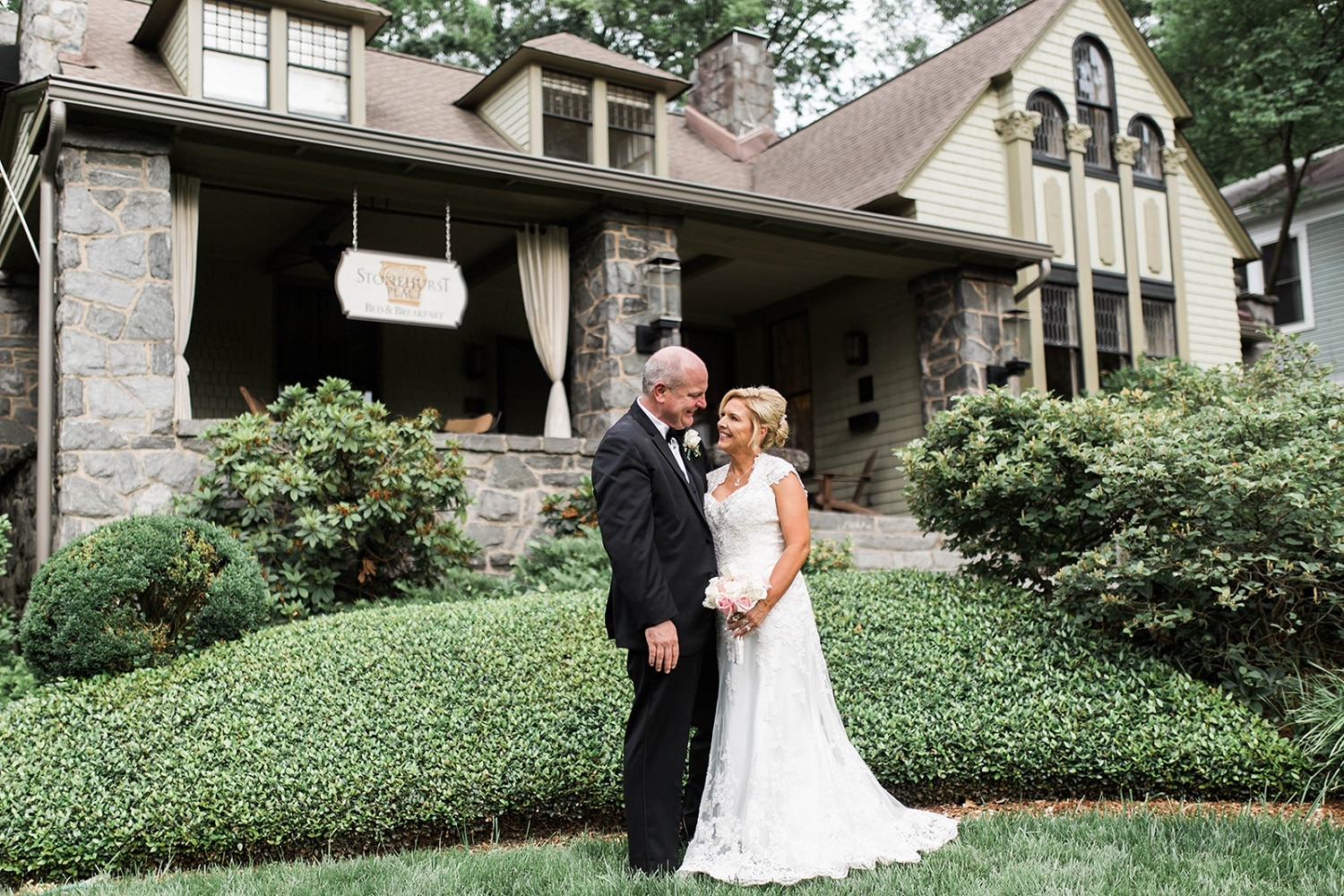 Couple at Stonehurst Place for an Atlanta wedding and elopement package