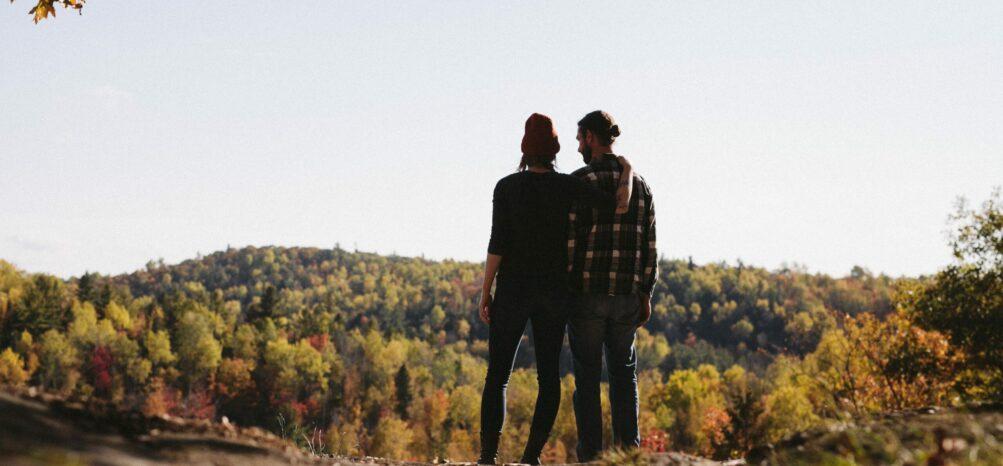 Stonehurst Place Midtown Atlanta - two people on autumnal overlook with blue skies